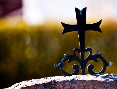sorg kors gravsten